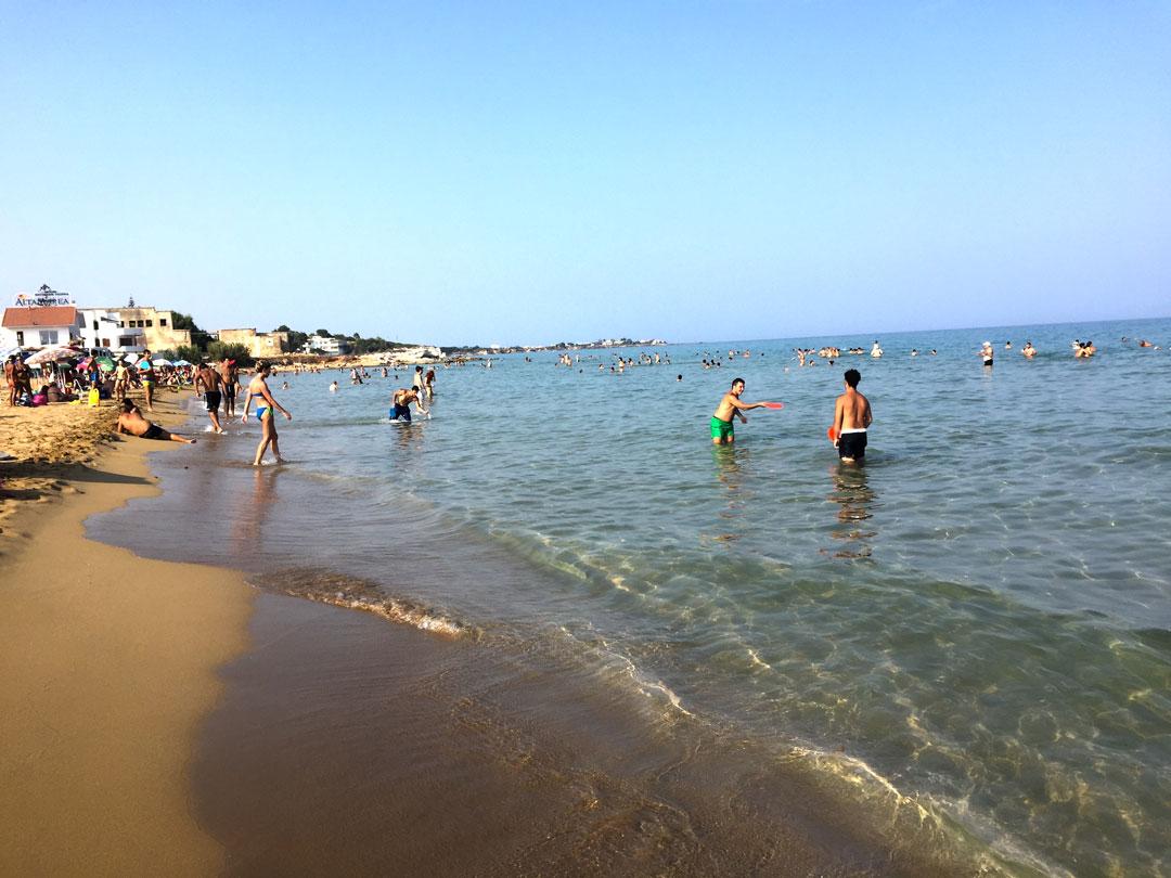 Marina di Noto: una lunga spiaggia di sabbia e fondale basso perfetta per le famiglie