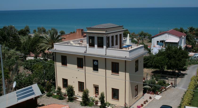 villa-cefalu-sicilia-mare